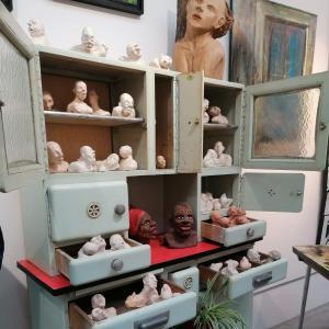 Capharnaüm à la Galerie Amarrage : visite guidée et réalisation d'une sculpture monumentale
