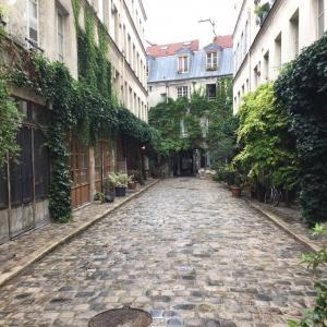 Balade sur les cours artisanales de Bastille