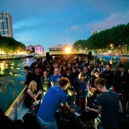 Croisière et musique électronique : en route pour le Garage MU festival à la Station