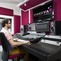 Visite-Atelier doublage de voix off avec Studios VOA