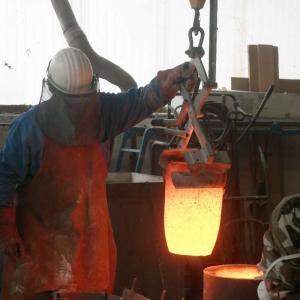 Animation-démonstration de coulée de bronze du clou de Compostelle