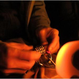 Escape game dans la crypte de la Basilique de Saint-Denis, éclairée à la bougie