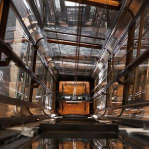 Drieux-Combaluzier, le spécialiste des ascenseurs parisiens