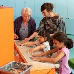 Atelier enfants : rencontre joyeuse avec l'artiste Pablo Valbuena au Centquatre-Paris