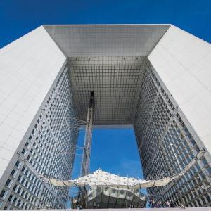 La Défense, entre ciel et terre, sur Le Toit de la Grande Arche