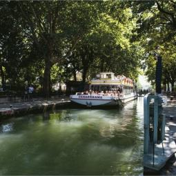 Cruise on the Canal Saint-Martin