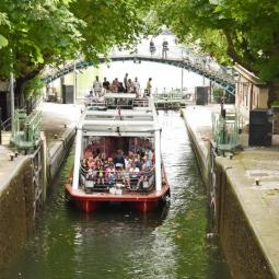 A cruise to discover yesterday's Paris on the canal St Martin