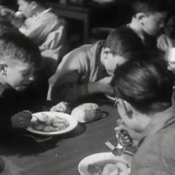 A table les enfants !  - Projection