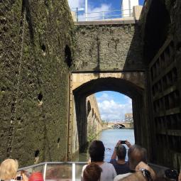 Croisière sur le canal de l'Ourcq et passage de l'écluse du Pont de Flandre