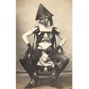 Marie Vassilieff, Costume Arlequine pour le Bal banal, 1924, photographie P. Delbo, droits réservés, collection Claude Bernès
