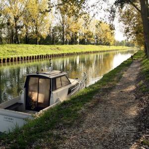 Croisière sur le canal de Chelles vers la Chocolatierie Menier