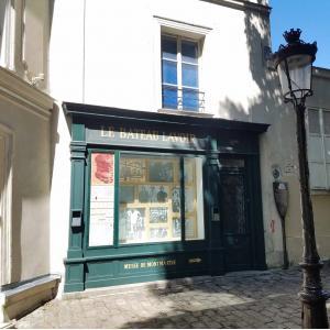 © Paris Gay Village. Montmartre. Bateau Lavoir
