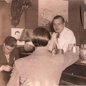 © Paris Gay Village. Montmartre. Intérieur bar Chez Tonton