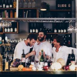 A music and gourmand cruise in Paris with « Les Pantins »