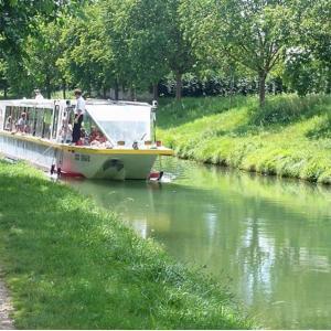 En bateau du Parc forestier de la Poudrerie à Pantin (et pique-niquez à bord!)