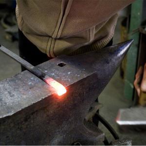 Le Maître ferronnier à sa forge