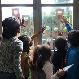 Exposition Etienne au carré à hauteur d'enfants
