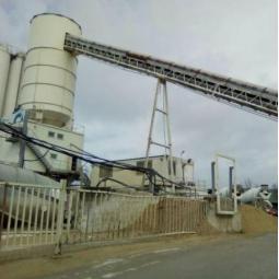 Le fonctionnement d'une centrale à béton d'Eqiom à Bondy