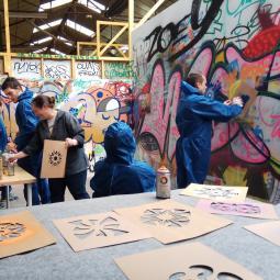 Initiation aux techniques graffiti et street art avec Stew - FESTIVAL PHENOMEN'ART