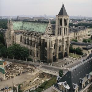 Vue de la cathédrale avec la nécropole, 1990. Crédits photo O.Meyer, doc UASD