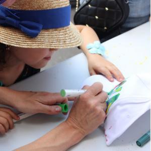 Atelier customisation de casquettes avec l'artiste METICE