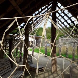 De la laine au fil, démonstration de filage à l'archéosite de la Haute-île
