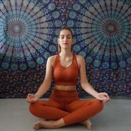 Cours de hatha yoga en plein air avec NaturoYoga