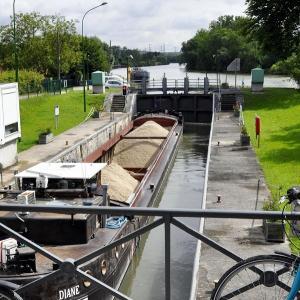 Croisière sur la Marne : histoire et usages des rives du Moyen Âge à l'insdustrie chocolatière