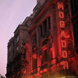 Dans les coulisses du théâtre Mogador