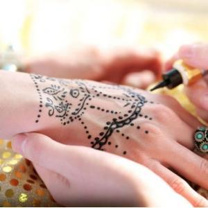 Initiation à l'art du tatouage au henné