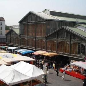 Le marché de Saint-Denis et la collecte des cartons