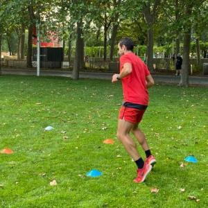 Cours de fitness et de renforcement musculaire en plein air