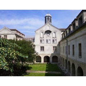 Cloître du musée d'Art et d'Histoire de St-Denis © Service des publics