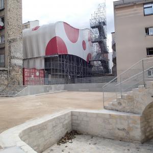 Fabrique de la ville : fouille programmée remblayée et sa maison-échafaudage, Photo G. Momajian, doc UASD