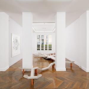 """Vue de l'exposition """"Tissus urbains"""" de Larissa Fassler Photo (c)Aurélien Mole"""