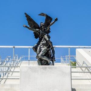 César et Rodin, sentinelles de La Seine Musicale