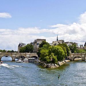 Croisière du canal Saint-Martin à la Seine, le meilleur des deux mondes