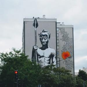 Visite de Vitry, la capitale française du street art, avec une artiste