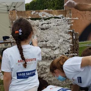 Fabriquer et utiliser le plâtre à l'archéosite de la Haute-Île